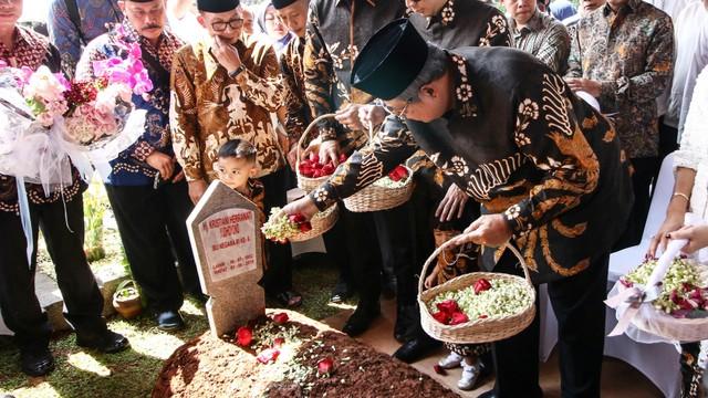 Breaking News kumparan di Tahun Ketiga: Wiranto Ditusuk, Habibie Wafat (322707)