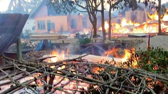 Buton Rusuh dan Situasi Masih Mencekam, 56 Rumah Dibakar Massa (16277)