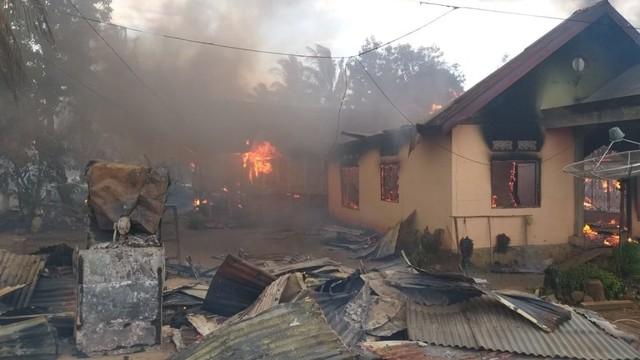 Puluhan rumah terbakar, Kerusuhan di Buton, Sulawesi Tenggara