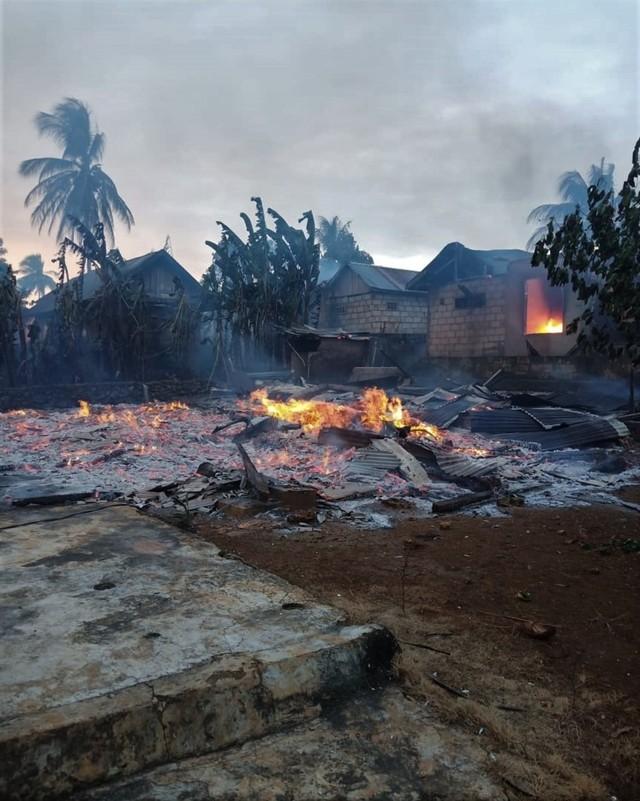 (NOT COVER) Puluhan rumah terbakar, Kerusuhan di Buton, Sulawesi Tenggara