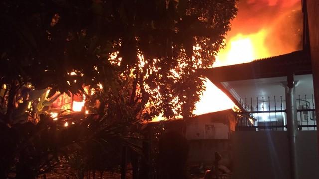 Kebakaran di Lapak Pemulung Pasar Minggu, 10 Damkar Dikerahkan (219628)