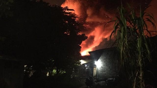 Kebakaran di Lapak Pemulung Pasar Minggu