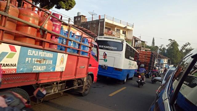 Jalur Puncak Arah Jakarta Macet Sejak Cipanas