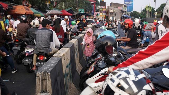 Pasar Gembrong Jakarta Timur di Padati Pengunjung H+3 Lebaran