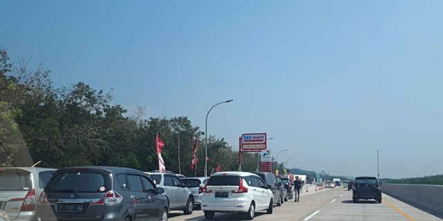Arus Balik Idul Adha: 372.692 Kendaraan ke Jakarta, Ini Titik Rawan Macet di Tol (372723)