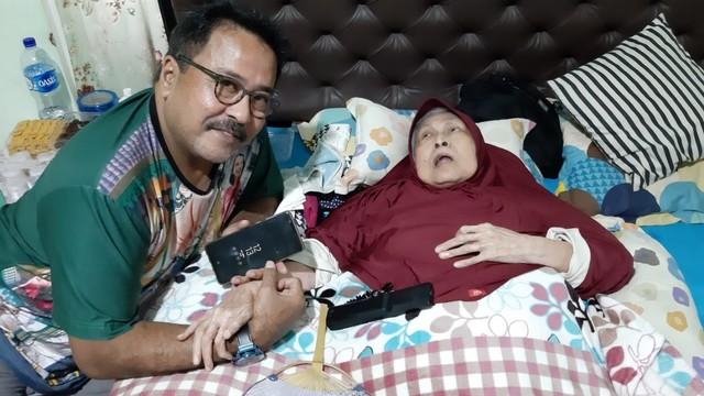 Keluarga Si Doel Berkunjung Ke Rumah 'Maknyak' Aminah Cendrakasih