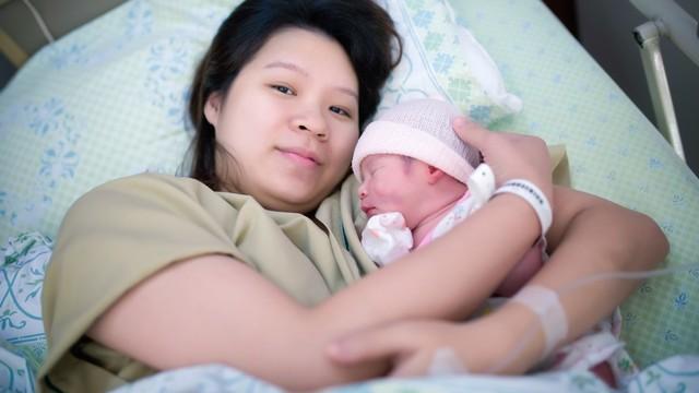 wajah ibu, wajah ibu yang baru melahirkan, melahirkan