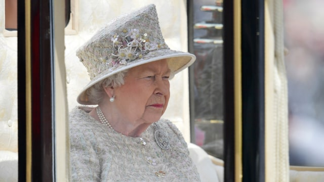 Ratu Elizabeth II di Trooping the Colour