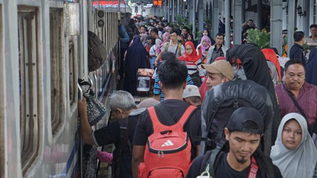 Komisi IX Kritik Jokowi: Warga Boleh Mudik Berarti PSBB Tak Berlaku (170730)