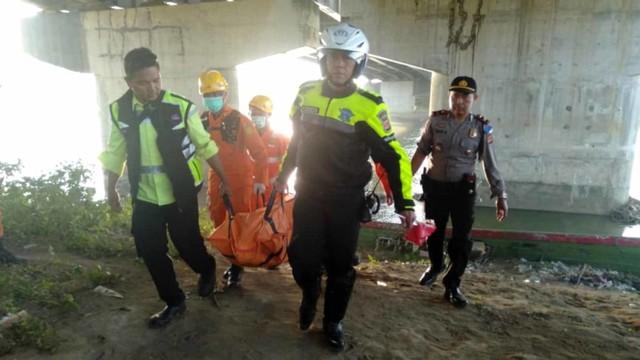Tim SAR Gabungan Evakuasi Korban Jatuh di Jembatan Sungai Cimanuk, Majalengka