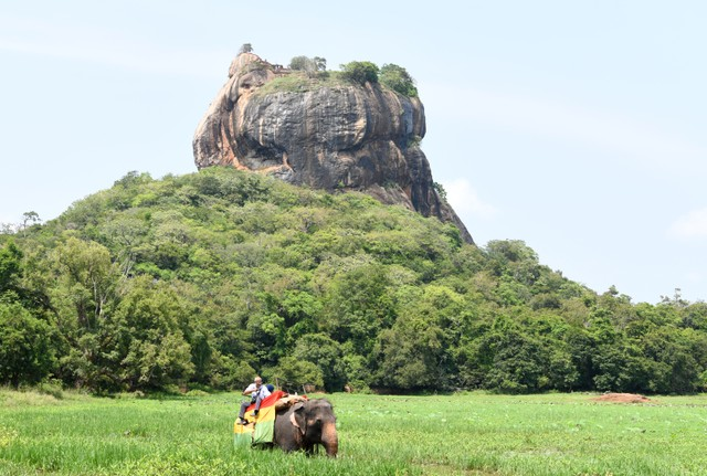 Ilustrasi pariwisata di Sri Lanka.