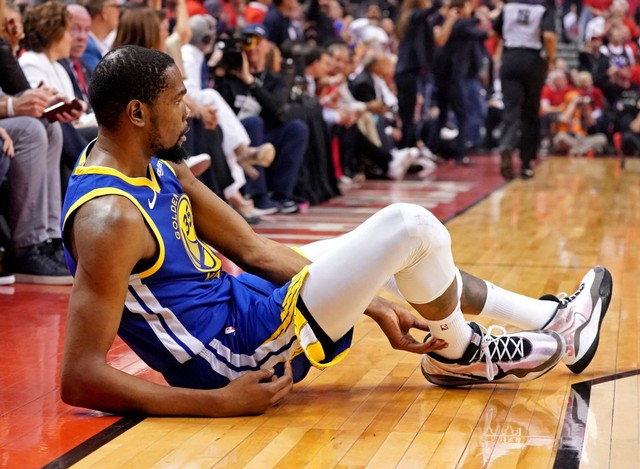 Klay Thompson Alami Cedera ACL di Gim Keenam Final NBA (1069804)