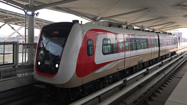 Khofifah: Investor Prancis dan China Tertarik Bangun LRT di Surabaya (439923)