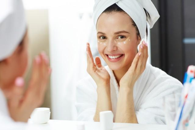 5 Cara Merawat Wajah di Usia 30-an, Agar Tetap Sehat & Awet Muda (35915)