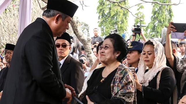 Hasto Kristiyanto: Mau Gabung Koalisi Jokowi Harus Kerja Keras (170117)