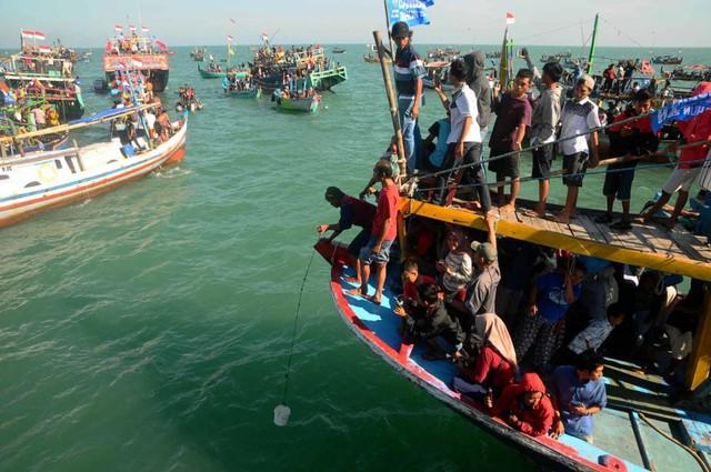 Pesta Lomban di Pantai Kartini, Jepara (NOT COVER)