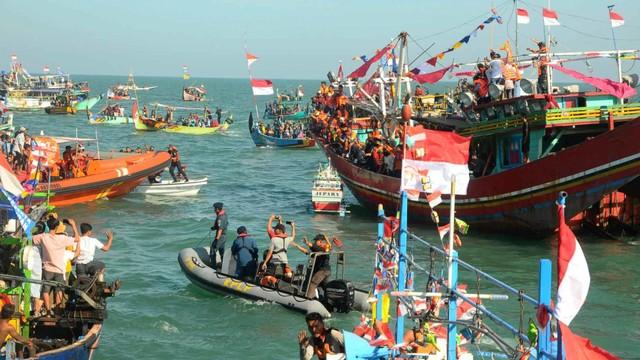 Pesta Lomban di Pantai Kartini, Jepara