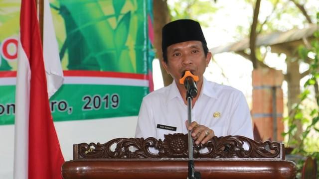 Wakil Bupati Bojonegoro Serahkan Pengharahan Adiwiyata dan GBB (306022)