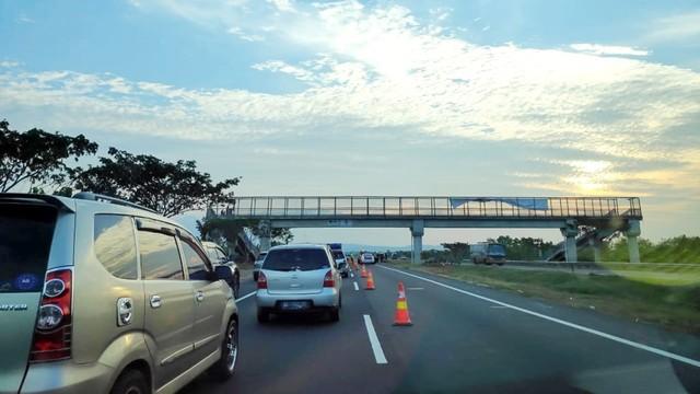 Mobil Terbalik di Tol Cipali KM 156 Arah Jakarta, Lalin Macet 2 Km (186089)