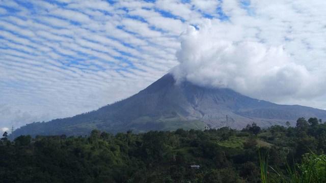 Cerita Warga Saat Gunung Sinabung Erupsi: Seperti Kota Mati, Semua Tutup Pintu (3911)