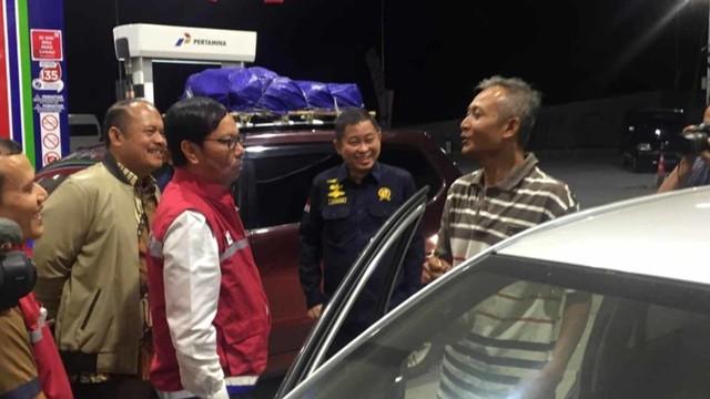 Menteri ESDM Ignasius Jonan bersama Pertamina dan BPH Migas mengecek operasional beberapa SPBU di ruas Tol Semarang hingga Cirebon