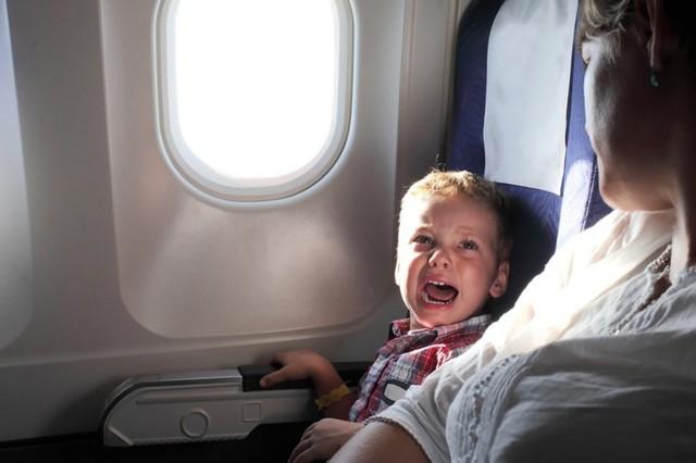 bayi menangis di pesawat-1.jpg