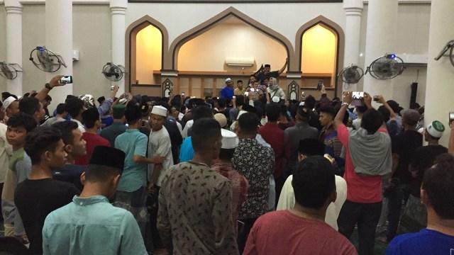 Massa membubarkan pengajian di Aceh