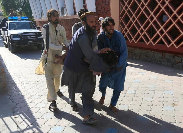 Korban serangan bom bunuh diri di Jalalabad, Afghanistan