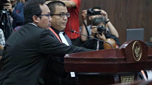 Mahkamah Konstitusi, Denny Indrayana