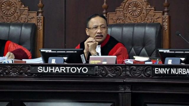 Mahkamah Konstitusi, Hakim Mahkamah Konstitusi, Suhartoyo
