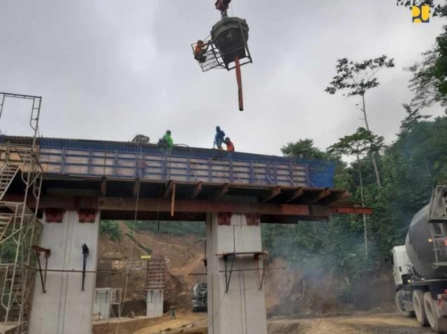 PUPR Bangun Jalan Pintas Mengwitani-Singaraja (NOT COVER)