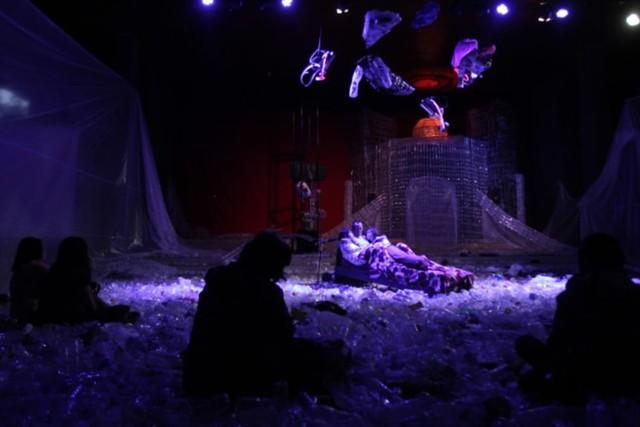 Pertunjukan Teater dari Sampah Plastik (KTJ).png