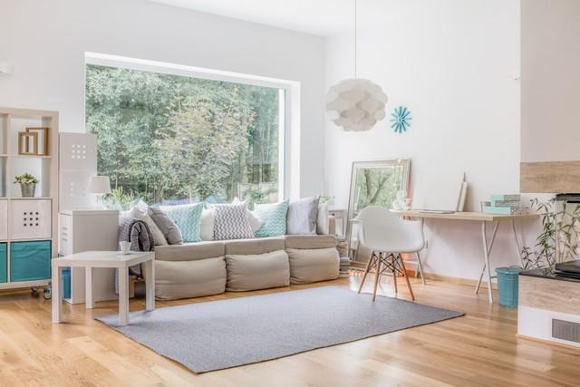 Ilustrasi ruangan kecil dengan jendela besar dan pencahayaan yang maksimal