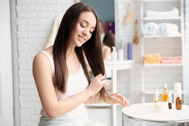 5 Tips Merawat Rambut Panjang Agar Tetap Sehat Dan Tidak Kusam Kumparan Com