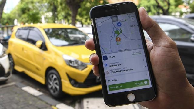 Bos Grab Rayu Anies agar Taksi Online Bebas Ganjil Genap (232005)