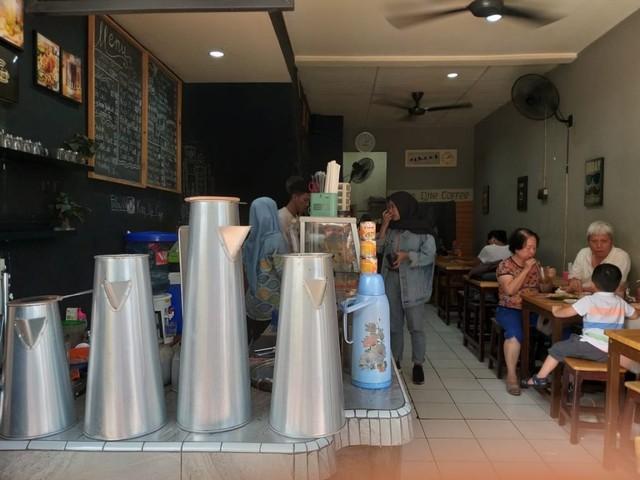 Racikan Kopi Asli Belitung di Kong Djie Coffee, Pasar Modern BSD (468007)