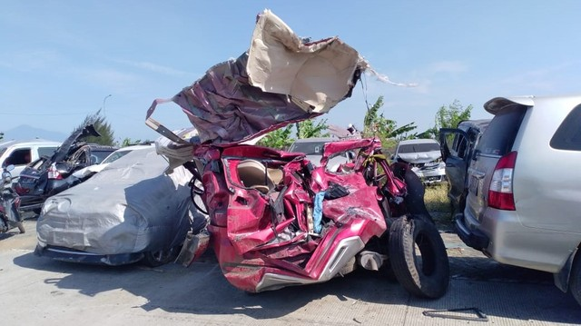 Mitsubishi Xpander, kecelakaan di Tol Cipali