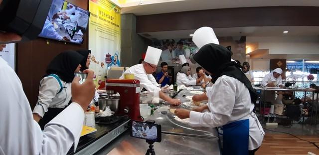 com-Pelatihan dari Chef Internasional dari Prancis
