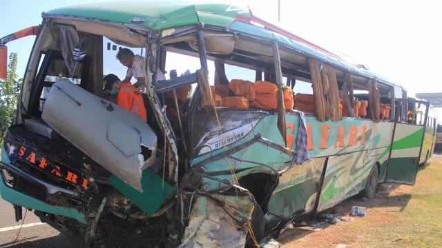 Kecelakaan Bus Safari Lux Saatiga di Cipali KM 151