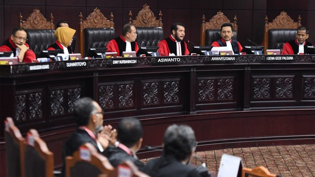 Putusan MK: Menolak Seluruh Gugatan Prabowo-Sandi (17299)