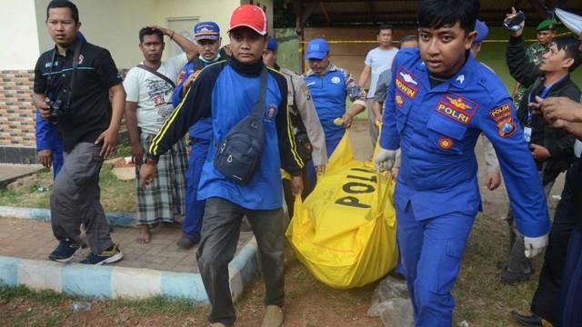 17 Jenazah Korban Kapal Tenggelam di Sumenep Dikebumikan (35175)