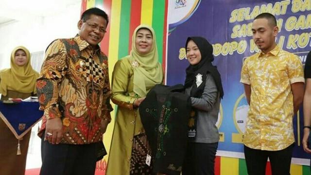 Tiba di Banda Aceh, Sabyan Gambus Disambut Prosesi Peusijuek (70835)