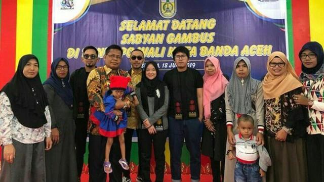 Tiba di Banda Aceh, Sabyan Gambus Disambut Prosesi Peusijuek (70836)