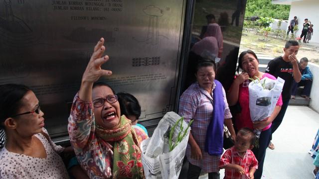 Peringatan tenggelamnya KM Sinar Bangun, tugu KM Sinar Bangun, di Simalungun, Sumatera Utara