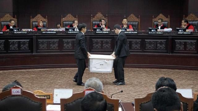 Sidang ketiga MK, Pemeriksaan saksi, Mahkamah Konstitusi, Berkas bukti