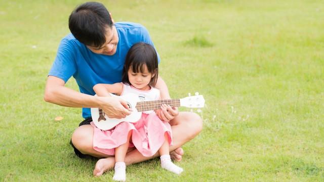 Riset: Ayah Lebih Dekat dengan Anak Perempuan Daripada Laki-laki (275664)