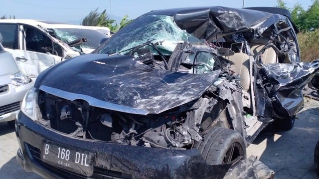 KONTEN SPESIAL KECELAKAAN CIPALI, kecelakaan di Tol Cipali, Mobil Toyota Kijang Innova