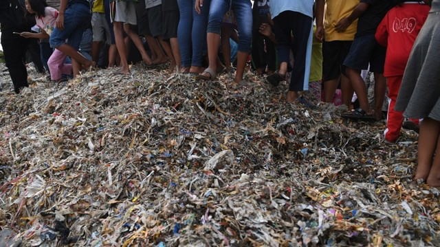 Tumpukan Sampah Impor
