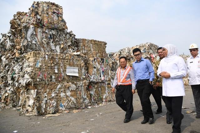 Tumpukan Sampah Impor (NOT COVER)