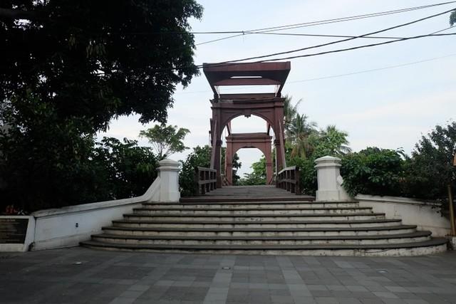 Jembatan Kota Intan.JPG
